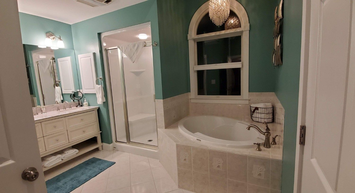 double sink bathroom with white soaking tub